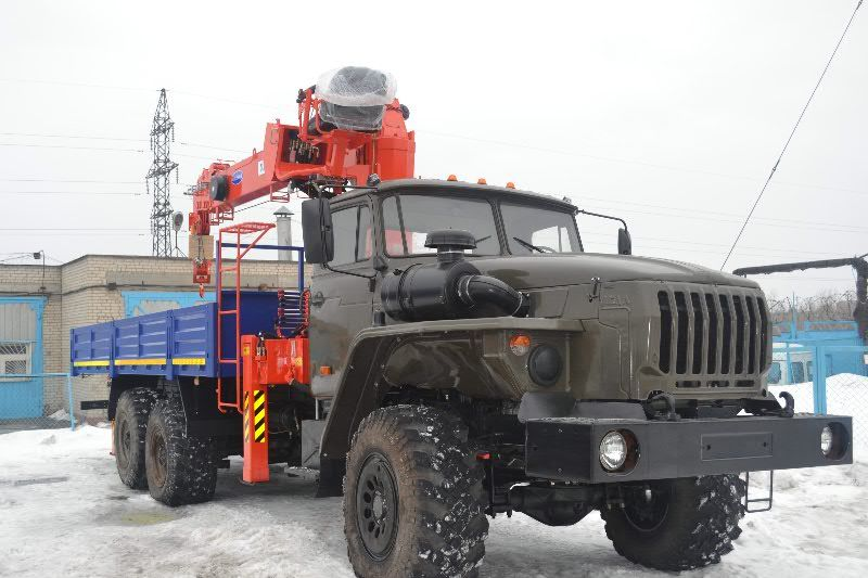 Кран манипулятор на базе Урал 4320 вездеход