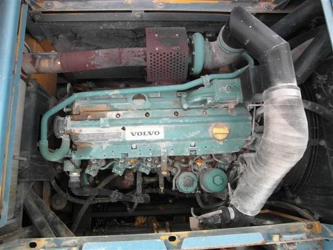 Гусеничный экскаватор Volvo 210 двигатель