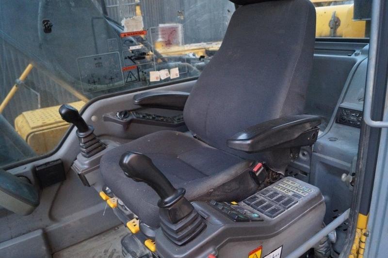 Гусеничный экскаватор Volvo 210 кабина