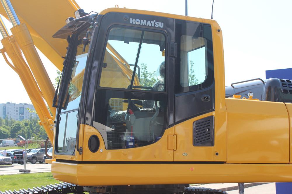 Kомаtsu SAA6D114E кабина