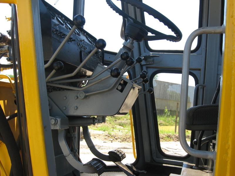Автогрейдер ДЗ-143 кабина