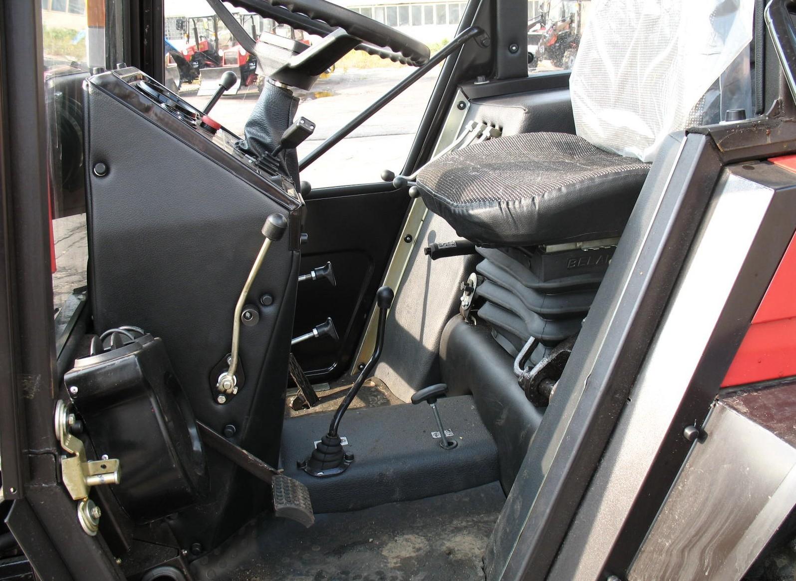 МТЗ-320 кабина