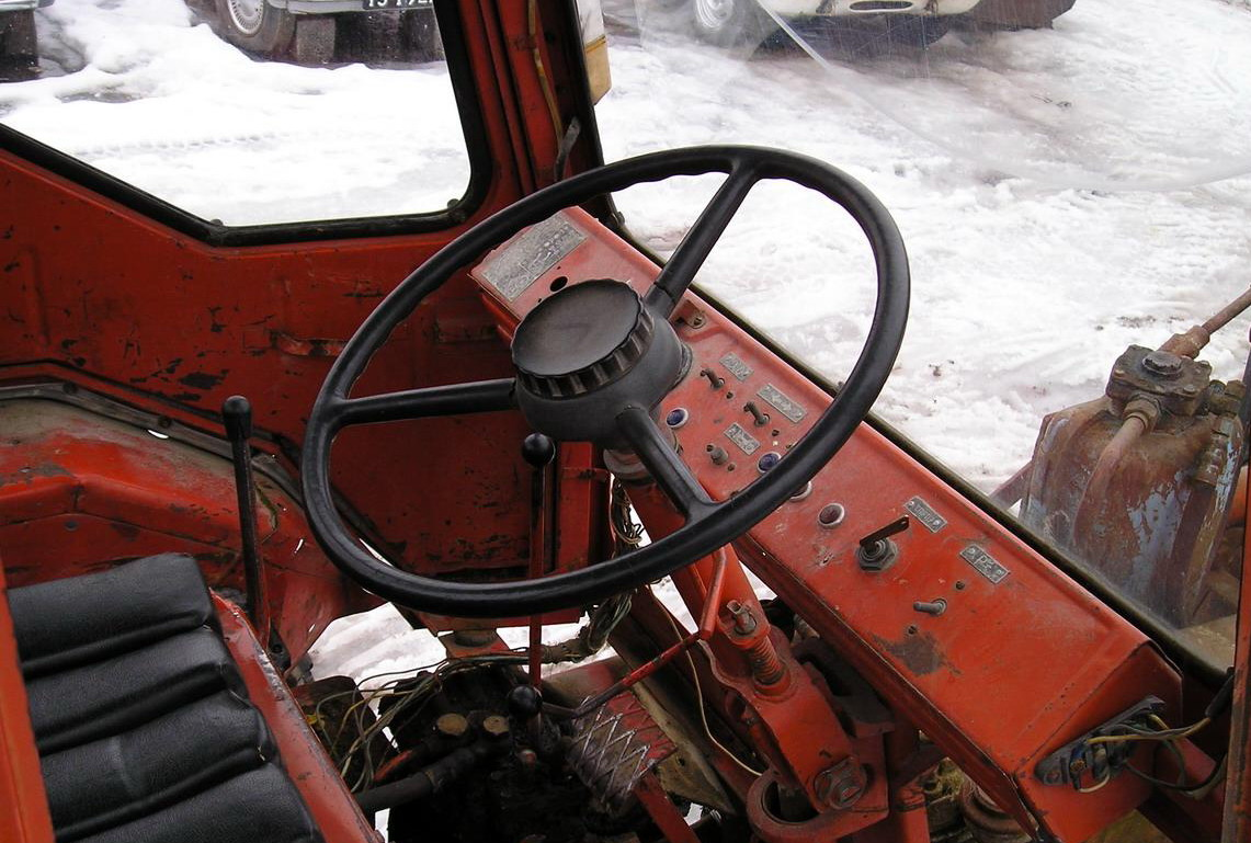 Трактор Т-16 кабина