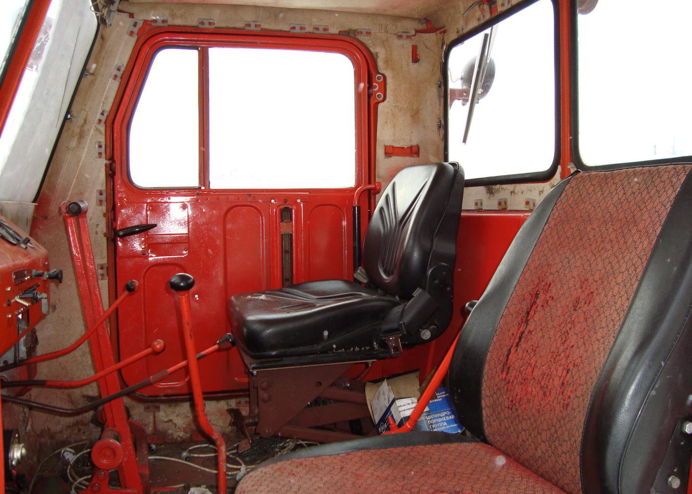Трактор Т-4 кабина