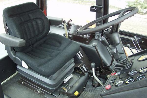 МТЗ-1025 кабина