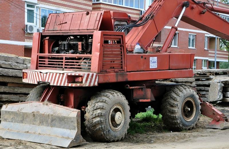 Экскаватор ЭО 4321 сзади