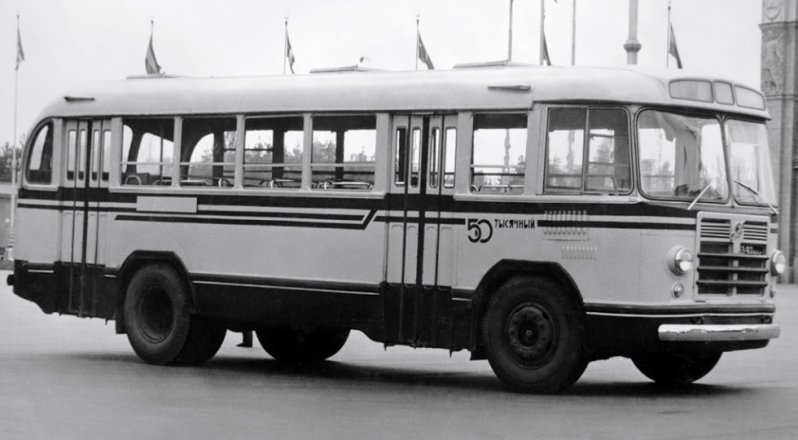 На фото: ЗИЛ-158В ЛиАЗ 677, автобуз, лиаз