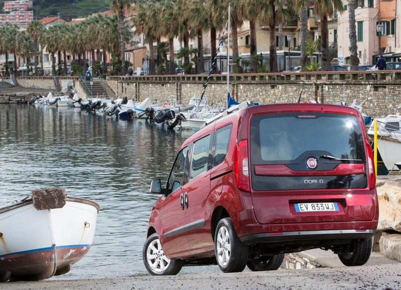 Вид сзади Fiat Doblo