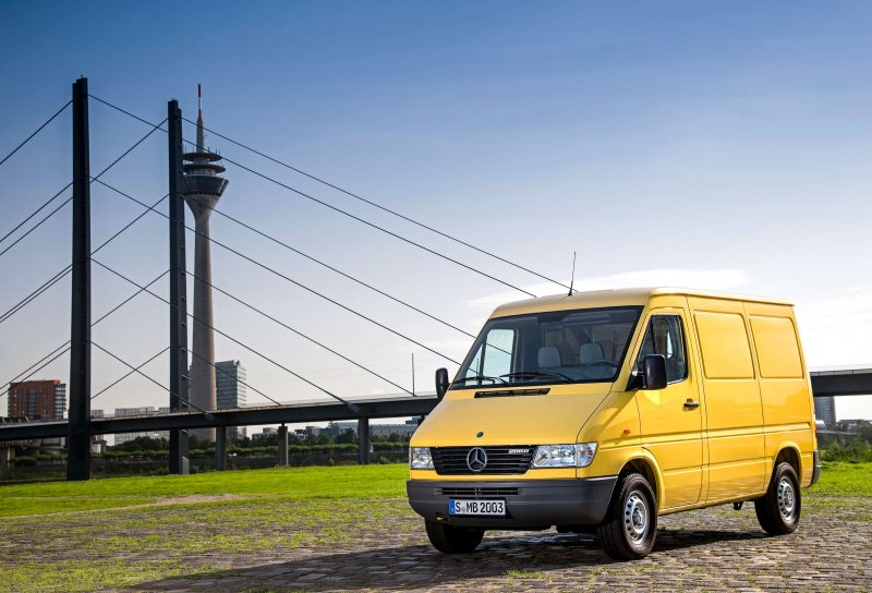Авто Mercedes-Benz Sprinter 1995 года
