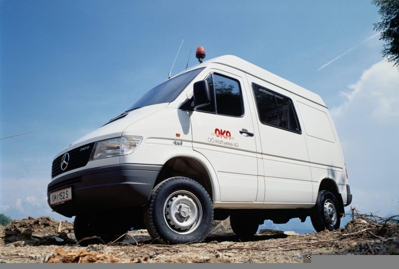 Авто Mercedes-Benz Sprinter 1997 года