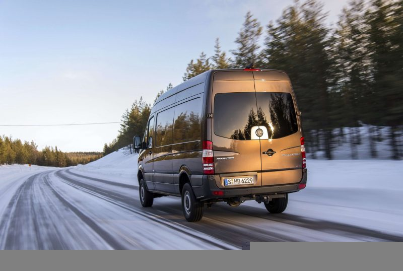 Вид сзади Mercedes-Benz Sprinter