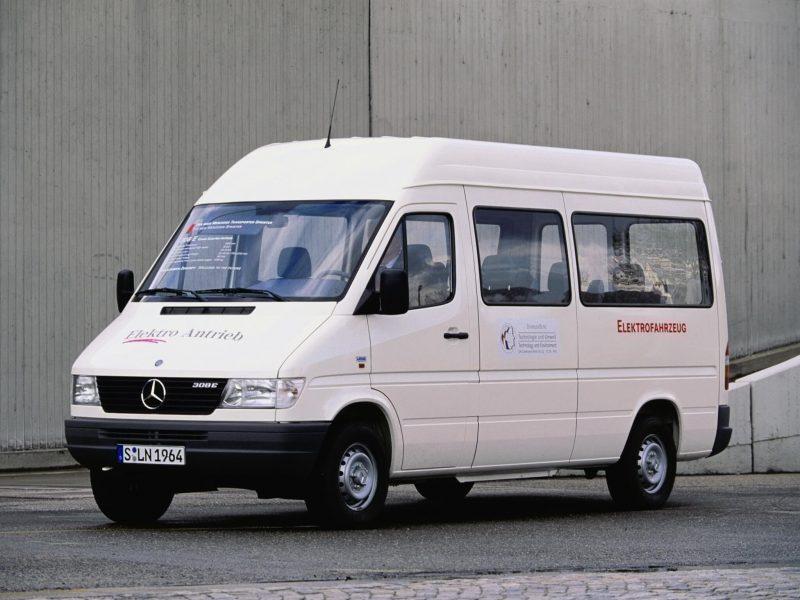 Микроавтобус Mercedes-Benz Sprinter первого поколения