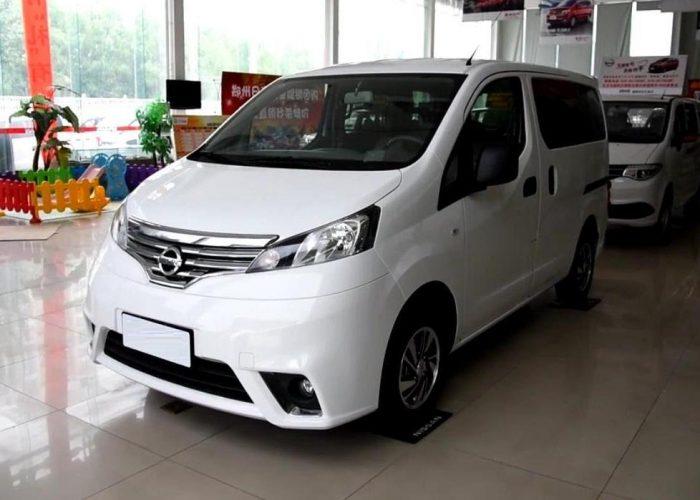 Минивэн Nissan NV200