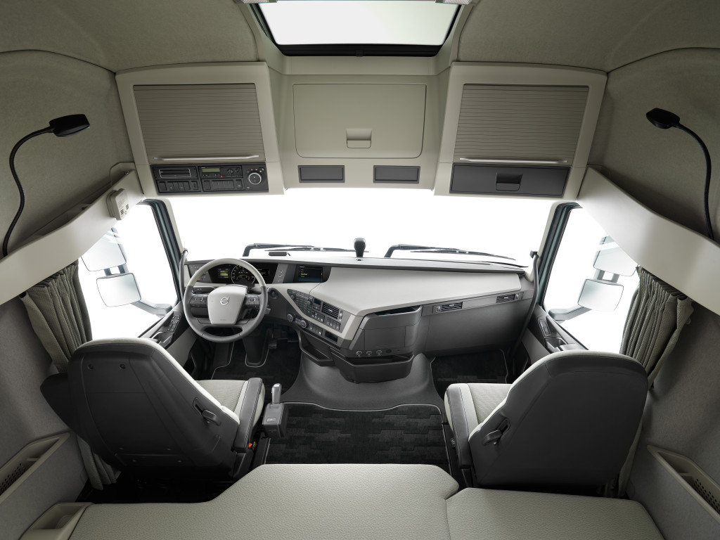 new-volvo-fh-interior_highres