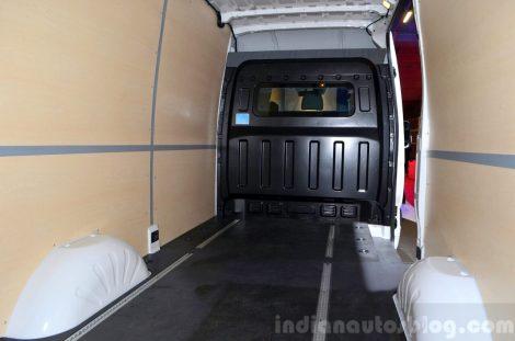 Внутреннее пространство фургона H350