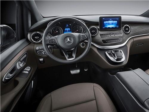 Mercedes-Benz Viano водительское место