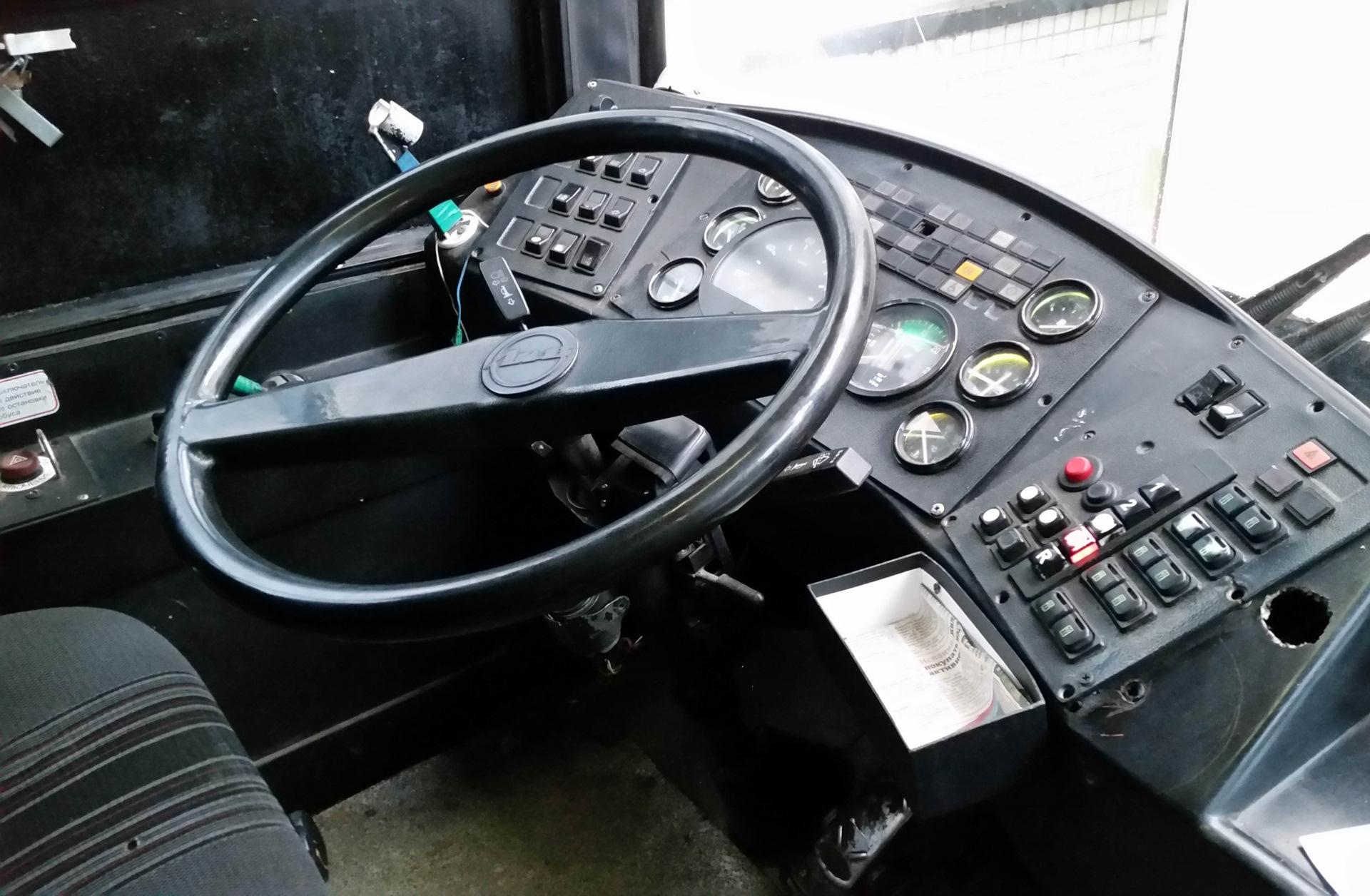 МАЗ-107 место водителя